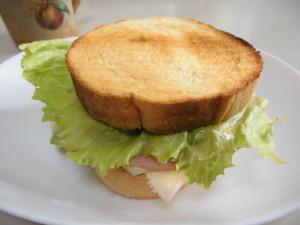 丸パンさんど