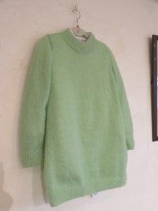 若草色のセーター
